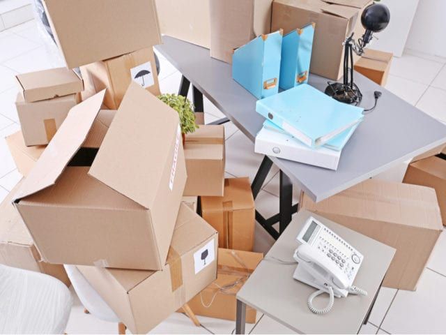 https://crsmove.com/wp-content/uploads/2020/01/How-to-pack-for-an-office-move-640x480.jpg